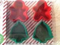 🍰🎄18 piece reusable Christmas shaped cupcake moulds new
