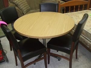 Very Nice Round Table & 4 Leather Chairs Delivery Available