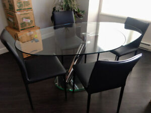MOVING!  GORGEOUS ITALIAN GLASS TABLE AND FOUR CHAIRS.