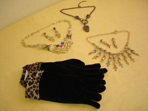 COSTUME NECKLACE AND EARRING JEWELLERY.