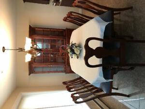 Roxton Dining Room set