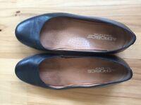 Ladies black leather court shoes size 5 1/2