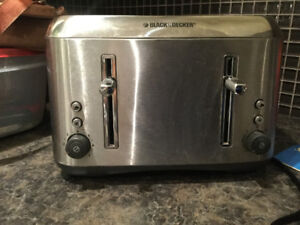 Stainless Black & Decker toaster, 4 slices