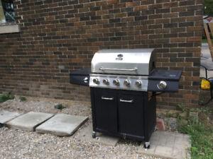 5 burner barbeque