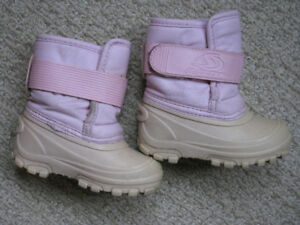 Girls winter boots size8 (toddler)