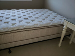 Mattress Set/Simmons Beautyrest-Wedgwood Pocket Coil Pillow Top