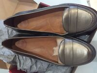 Pewter new due style fit flop size 6