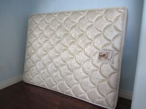Queen Sealy Posturpedic mattress for sale Kitchener / Waterloo Kitchener Area image 2
