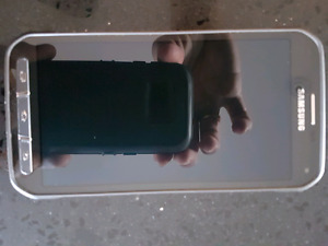 Samsung S5 active in mint shape with otter box case