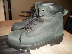STEEL TOED WORK BOOTS  CSA APPROVED LIKE NEW