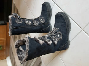Nine West girl boots size 1 US (aprox for  7-9 yrs)