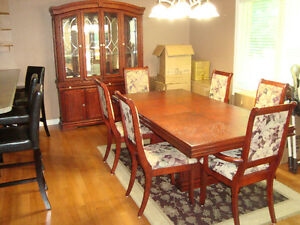 Dinning Room Table and Hutch (Located in Trenton Ontario) Kingston Kingston Area image 4