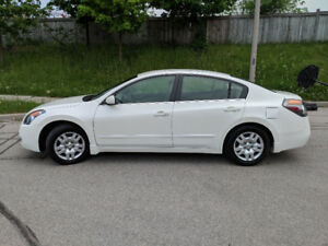 2009 Altima, 103K female driven, $5,200 firm, needs to go ASAP!