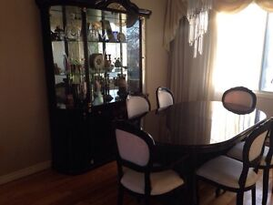 Dining set with chairs and side armoire - amazing condition