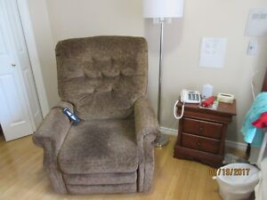 Lift chair like new