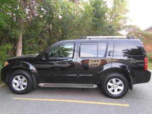 2011 Nissan Pathfinder SE 4X4-REAR CAM owner sale