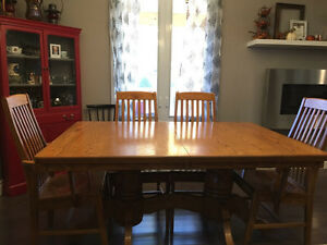 Solid oak Mennonite Mission style dinning table London Ontario image 1