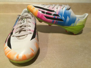 Boys Adidas Messi Outdoor Soccer Cleats Size 1 London Ontario image 1