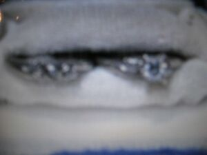 ladies 18k white gold engagement ring  & wedding band Peterborough Peterborough Area image 3
