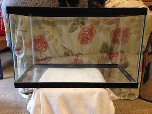 10 Gal Critter Aquarium With Wire Top