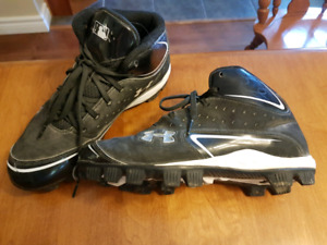 Under armour size 6Y baseball shoes