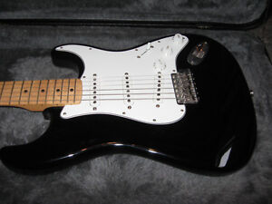 70's Re-issue Stratocaster with Hardshell Case Peterborough Peterborough Area image 1