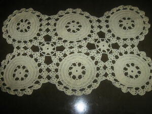 GRANDMA'S HAND-CROCHETED PARLOUR TABLE / EASY-CHAIR DOILY