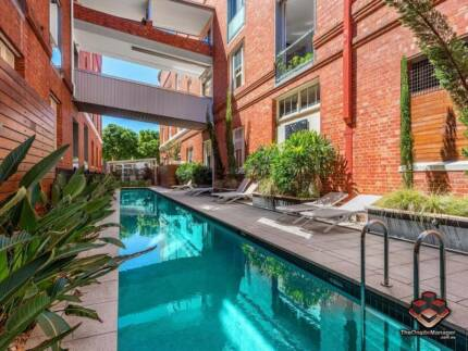 ID 3874689 - SPACIOUS MODERN FURNISHED APARTMENT