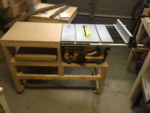 Table saw bench with casters for dewalt saws