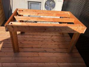 Table extérieure en bois (structure uniquement)