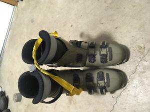 Men's size 7 downhill boots