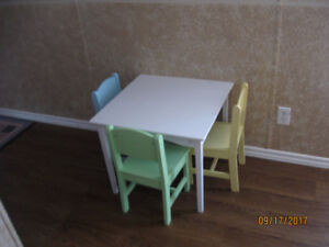 Child's table with 3 chairs