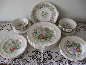 GORGEOUS OLD 25-PC. SET ROYAL DOULTON DINNERWARE [MALVERN]