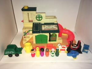 Fisher Price Little People Club House # 937 Vintage