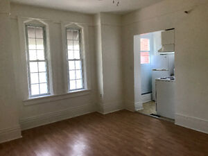 Cabbagetown beauty with Private Deck - $1190 Inclusive - June 1