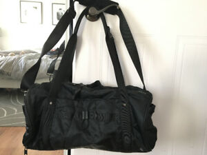 Sac sport noir lululemon bag black