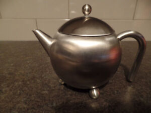 HENLEY Stainless Steel TEAPOT (For Loose Leaf Tea) ~ AS NEW $35