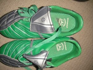 soccer shoes - boys or girls - size 3, Eagles
