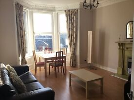 Beautiful large double room in a shared flat in Albert Street available to professionals