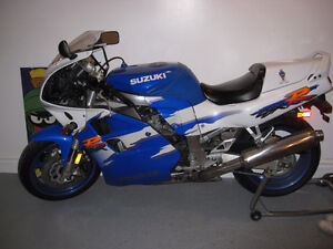 GSXR 1100 ONE OWNER MINT