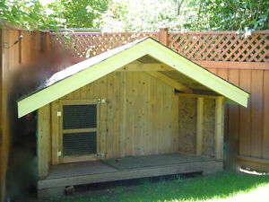 XL Dog House Very Well Built