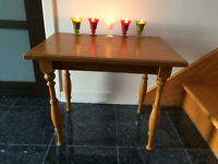 SPLENDIDE PETITE TABLE ANTIQUE!