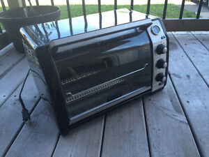 Black & Decker Toast-and-Oven Countertop Convection Oven
