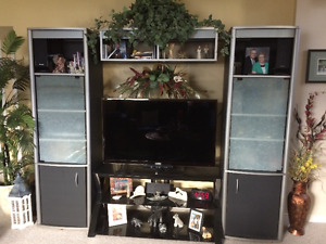 Three piece entertainment unit