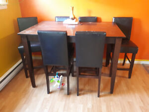 Pub Stule Table and 8 Chairs