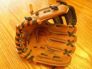 "Rawlings Baseball PL85 Players Series Glove 8 1/2"" wear on Left"
