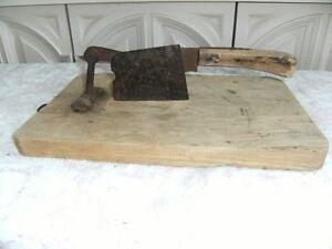 Hachoirs à tabac (2) et rabot antiques