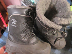 like new kamik boys winter boots sz 11 toddler
