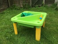 Berchet Sand/Water table w/Cover