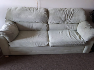 Pull-Out couch for sale 150$